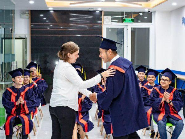 Lễ tốt nghiệp nhận bằng quốc tế tại Direct English Saigon