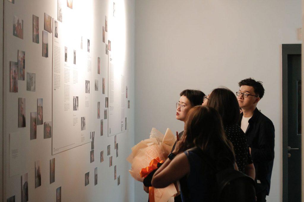 Direct English nhà tài trợ chính cho triển lãm Ảo Mỡ